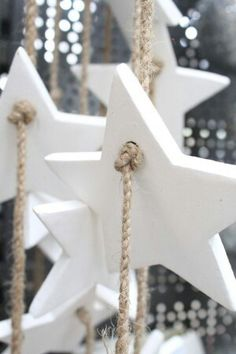 70 Beautiful White Christmas Decor Ideas On A Budget Noel Christmas, Simple Christmas, All Things Christmas, Winter Christmas, Christmas Design, White Christmas Ornaments, Christmas Cookies, Clay Christmas Decorations, Christmas Projects