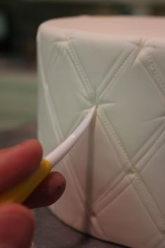 * Pattern on fondant Cake Tutorial * Fondant Tips, Fondant Icing, Fondant Tutorial, Cake Decorating Techniques, Cake Decorating Tutorials, Cookie Decorating, Decorating Cakes, Cake Cookies, Cupcake Cakes