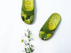 Felt slippers. Merino wool women's felted slippers