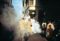 En 1962, Joel Meyerowitz commence à arpenter les artères de New York muni d'un Leica 35 mm. «C'est en travaillant dans la rue pendant tant d...