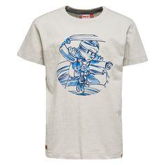Jongens grijze tshirt Lego Ninjago van het kinderkleding merk legowear  Deze Licht grijze tshirt is voorzien van een korte mouw en een ronde hals. De schirt heeft een blauw met zwarte schets van een lego Ninjago figuur in volle actie.
