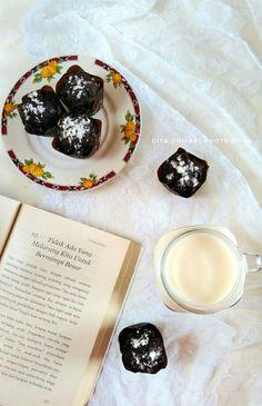 #Mood #ChocolateCake #ChocolateMuffin #FlatlayPhotography #Photowork #FoodPhotography #Breakfast