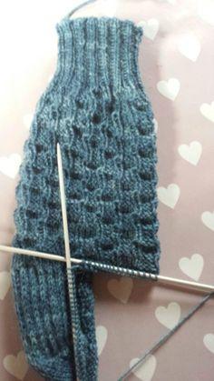 Eri's Strickkorb: Sockenmuster ohne Namen Eri's Knitting Basket: Socks pattern with no name Knitting Socks, Hand Knitting, Knit Socks, Mixed Models, Decor Logo, Knit Basket, Purl Stitch, Patterned Socks, How To Purl Knit