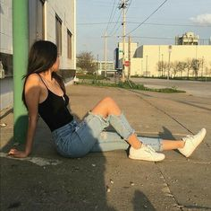 ❤ Find more maxi dresses, girls Wear and yellow dresses, outfits for summer and clothing grunge. Another dresses room, party outfits and quinceanera dresses Ft Tumblr, Tumblr Girls, Poses Photo, Picture Poses, Tumblr Photography, Girl Photography Poses, Image Tumblr, Shotting Photo, Foto Casual