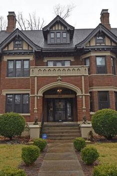 1911 Tudor Revival In Cincinnati Ohio — Captivating Houses Victorian Interiors, Victorian Homes, Abandoned Mansion For Sale, Abandoned Mansions, Old Mansions For Sale, Storybook Homes, Tudor Style Homes, Steampunk House, Tudor House
