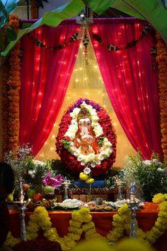 Housewarming Decorations, Diy Diwali Decorations, Festival Decorations, Flower Decorations, Gauri Decoration, Mandir Decoration, Ganapati Decoration, Ganpati Decoration Images, Flower Decoration For Ganpati