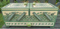 FANTASTIC SCANDINAVIAN STENCIL STYLE DESIGN CANTILEVER SEWING BOX GREEN & CREAM
