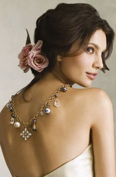 Sweet Updo Hairstyles for Beach Wedding_01