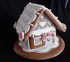Medovníkový domček, zdobený kráľovskou glazúrou, určený ako darček (napr. svadba, narodeniny....)...