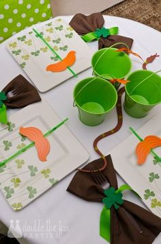 Table settings at a St. Patrick's Day Party #stpatricksday #partytable