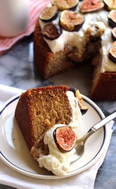 Almond honey cake with fresh figs. Fresh figs are only in season for a short time, so celebrate them with this delicious almond honey cake with roasted figs and mascarpone frosting. Beaux Desserts, No Bake Desserts, Just Desserts, Delicious Desserts, Yummy Food, Gourmet Desserts, Gourmet Foods, Health Desserts, Baking Recipes