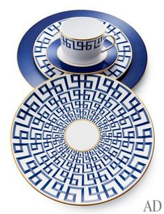 August's Most-Wanted Home Furnishings and Accessories Lenox's Darius table setting – designed in collaboration with designer Brian Gluckstein Table Setting Design, Table Settings, Design Table, Mood Board Inspiration, Vase Deco, Greek Design, Blue And White China, Greek Key, China Patterns