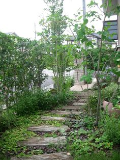施工例 栃木県のエクステリア、ガーデン、造園の設計施工はお任せ下さい。 » 宇都宮市 M様邸 お庭全てが天然素材!自然に還るナチュラルガーデン