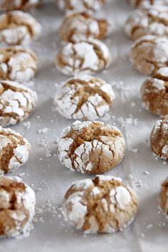 maple and almond cookies Chocolate Crinkle Cookies, Chocolate Crinkles, Almond Cookies, Sugar Cookies, Maple Cookies, Easy Desserts, Delicious Desserts, Dessert Recipes, Yummy Food