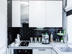 Даже самую маленькую кухню можно эргономично спланировать, наполнить всевозможной техникой и оформиить в скандинавском стиле с помощью готовых решений – без перепланировки и заказной мебели