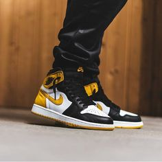"e21f7c14b8 Schuh Spanner on Instagram  ""Nike Air Jordan 1 High ""Yellow Ochre"" 📸 by   bstnstore"