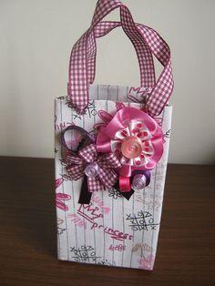 Reciclagem de caixa de leite Milk Carton Crafts, Diy And Crafts, Crafts For Kids, Shoe Box, Gift Bags, Gift Wrapping, Scrapbook, Quilts, Simple