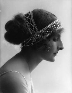 Phyllis Le Grand by Bassano, 1911 Beautiful hairstyle and ornamentation.