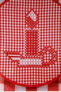 Cero de pollo, un viejo bordados americano trabajó en guinga, deriva de una forma europea aún mayor y más elaborada de bordado. La historia, transmitida de generación en generación, es que un granjero le dijo a su esposa su bordado puntadas parecía el corral después de que los pollos