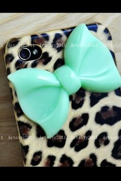 A fabulous leopard print background topped off with a spontaneous aqua bow for the iPhone!