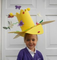 Find 20 cool easter hat parade ideas that you can create with your kids. Keep boredom at bay this Easter with these fun Easter Hat crafts. Crazy Hat Day, Crazy Hats, Easter Arts And Crafts, Kids Crafts, Easter Hat Parade, Easter Egg Designs, Spring Hats, Hat Crafts, Star Kids