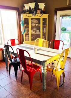 Painted Dining Chairs - Home Furniture Design Painted Dining Chairs, Colored Dining Chairs, Dining Chair Set, Dining Room Chairs, Table And Chairs, Dining Tables, Home Furniture, Furniture Design, Affordable Modern Furniture