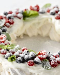 Beautiful Dessert Ideas for Babyshower - Right Heatlthy Xmas Desserts, Homemade Desserts, Delicious Desserts, Yummy Food, Christmas Food Treats, Xmas Food, Pavlova, Desert Recipes, No Bake Cake