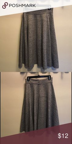 "Bargain Buy!! ✨It has pockets!! High waist, full circle, midi skirt. Zip back closure. Heavy fall/ winter material. Comes to mid shin on me and I am 5'-3"". Heathered gray color. 26"" waist. EUC. H&M Skirts Midi"