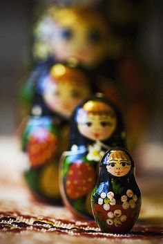 Matryoshka - Russian nesting dolls - i don't know why but i've had the sudden desire for a set of these. preferably that i picked up myself in russia. Russian Beauty, Russian Fashion, Russian Art, Matryoshka Doll, Kokeshi Dolls, Russian Culture, Wooden Dolls, Doll Toys, Moscow