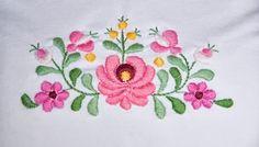 magyaros motivumok - Google keresés Tambour Embroidery, Hungarian Embroidery, Hand Embroidery, Embroidery Designs, Sketch 4, Paper Quilling, Fabric Flowers, Blackwork, Wool Felt