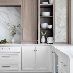 Interior Design Kitchen, Kitchen Decor, Interior Decorating, Home Luxury, Muebles Living, Diy Décoration, Transitional Kitchen, Cuisines Design, Cozy House