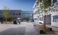 The construction of the secondary school, Collège Lucie Aubrac, in Tourcoing, represents the accomplishment of an exemplary operation, winning the ministeria...