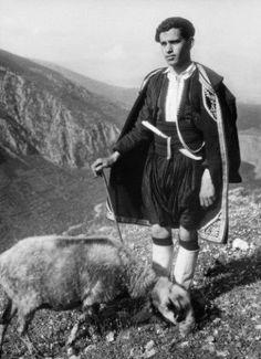 """(Nelly's) Homme en costume traditionnel grec lors des deuxièmes """"fêtes delphiques""""mai 1930 Mai, Greek Dress, Man In Suit"""