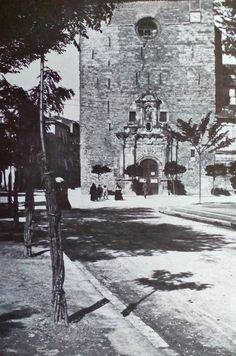 CALLE  BOSQUECILLO-SAN  LOREZNO  AL  FONDO  CALLE  MAYOR- Pamplona, Snow, History, Outdoor, World, Antique Photos, Woods, Castles, Street