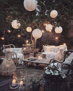 Outdoor Spaces, Outdoor Living, Casas The Sims 4, Budget Home Decorating, Cool Lighting, Backyard Landscaping, Backyard Patio Designs, Garden Inspiration, Bohemian Garden Ideas