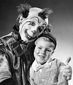 "mine forever, Billy,"" the clown creepily whispered. 21 Vintage Clown Photos That Will Make Your Skin Crawl Gruseliger Clown, Circus Clown, Clown Photos, Creepy Pictures, Creepy Circus, Creepy Clown, Creepy Vintage, Vintage Clown, Vintage Halloween"