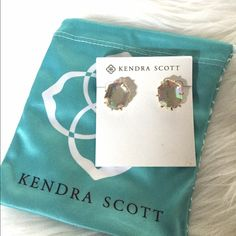Kendra Scott Morgan Studs Color is clear iridescent. Sold out online in this color. ⭐️price firm unless bundled⭐️no trades⭐️no holds⭐️ Kendra Scott Jewelry Earrings
