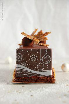 day24034 Waiting for Christmas : Jour 24 Buche Noel 2013 (mousse chocolat, coeur mascarpone vanille, caramel fudge aux noix de pécan, biscuit croustillant cacao)