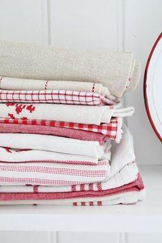 Vintage French linen White Cottage, Cottage Style, White Farmhouse, French Farmhouse, Farmhouse Style, Textiles, Farmhouse Fabric, Vibeke Design, Linens And Lace