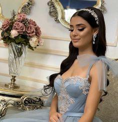 Bridal Hair Down, Wedding Hair And Makeup, Bridal Makeup, Arabic Hairstyles, Wedding Hairstyles, Natural Prom Makeup, Bridal Bra, Quinceanera Hairstyles, Wedding Hair Inspiration