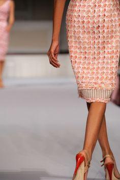 love this look! Spring Fashion, Autumn Fashion, Ny Fashion, Runway Fashion, Glamorous Chic Life, Orange Interior, Chanel Runway, Expensive Clothes, Orange Dress