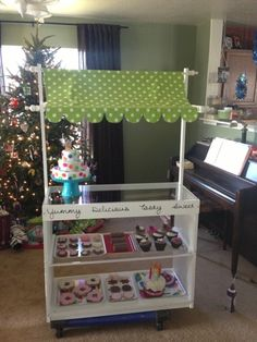 Glued To Glory: Playroom Transformation #2: Cupcake / Bakery Stand. This is the cutest thing EVER!!  They even show pictures of their process to make this.  I really love all the felt food too!