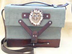 scrimshaw von Gele Schloetmann, Eule auf Handtasche