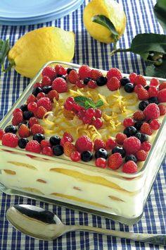 """""""Tiramisu Delicato al Limone con Frutti di Bosco"""" Link ricetta --> http://ricette.donnamoderna.com/tiramisu-delicato-al-limone-con-frutti-di-bosco"""