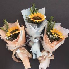 Airport bouquet Brownie brownie in a jar Single Flower Bouquet, Felt Flower Bouquet, Bouquet Wrap, Hand Bouquet, Diy Bouquet, Graduation Flowers Bouquet, Bouquets, Boquette Flowers, How To Wrap Flowers