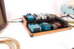 Boicebox Tiered : des pedalboards durables en bambou. http://www.guitarwink.com/fr/boicebox-tiered-pedalboard-bamboo/