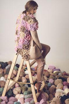 Model on yarn Crochet Shirt, Crochet Cardigan, Knit Crochet, Knitwear Fashion, Crochet Fashion, Knitting Wool, Embroidery Fashion, Knitting For Beginners, Irish Crochet