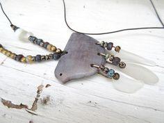 """Un collier boho chic avec oiseau en céramique artisanale : """"Un Ciel Parfumé""""…"""