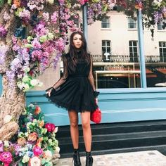 Choose from a huge range of wholesale women's clothing, where you'll find all the latest trends and celebrity looks at fantastic prices with fast delivery. Celebrity Look, Famous Brands, Runway Models, Dress To Impress, Supermodels, Style Inspiration, Clothes For Women, Womens Fashion, Fashion Trends