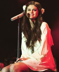Aesthetic Era, Selena Gomez Outfits, Marie Gomez, Famous Girls, Her Smile, Flowers In Hair, Straight Hairstyles, Outfit Of The Day, Cool Pictures
